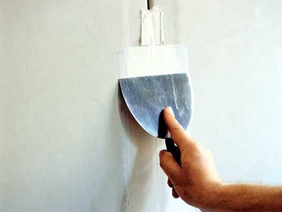 Шпатлевка - лучший материал для выравнивания стен.