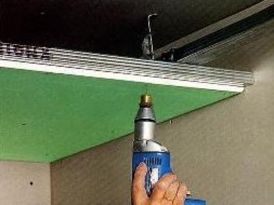 Самостоятельно монтируем потолок из гипсокартона.